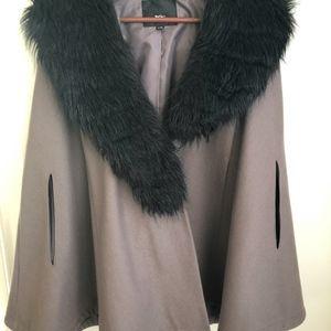 Mossimo Gray Cape Black Fur Detachable Collar